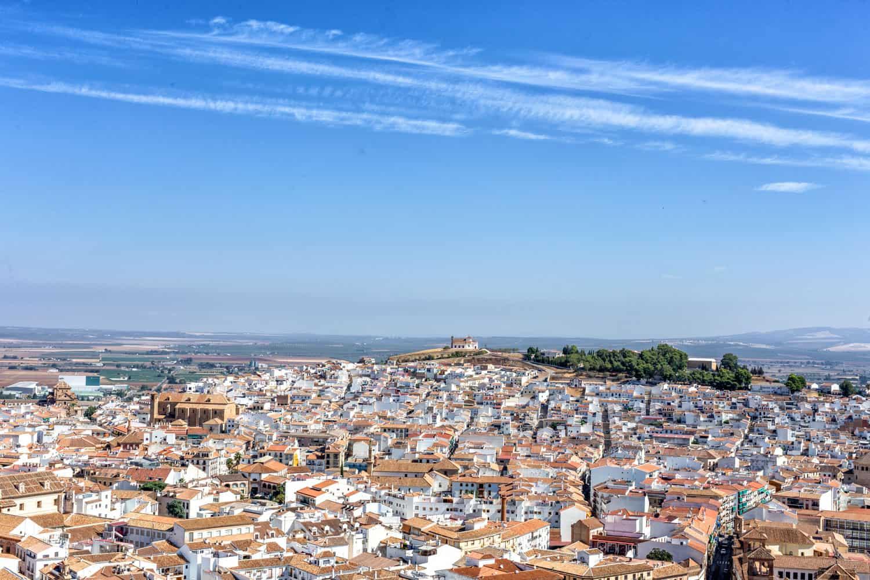 Antequera es uno de los mejores destinos para alquilar casas rurales con piscina en Málaga.