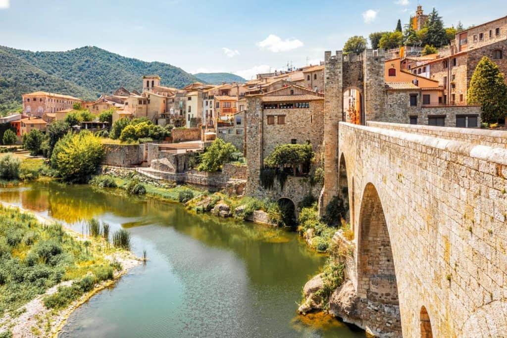 Besalú es uno de los pueblos más románticos de España