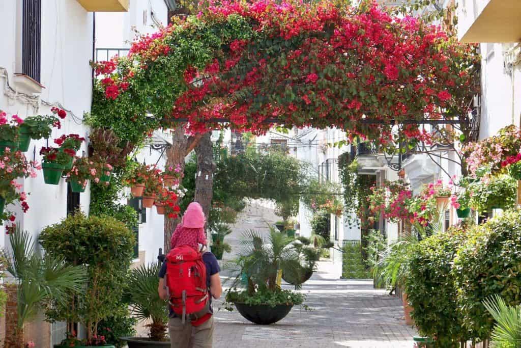 Estepona es uno de los mejores destinos de turismo rural con niños en Andalucía