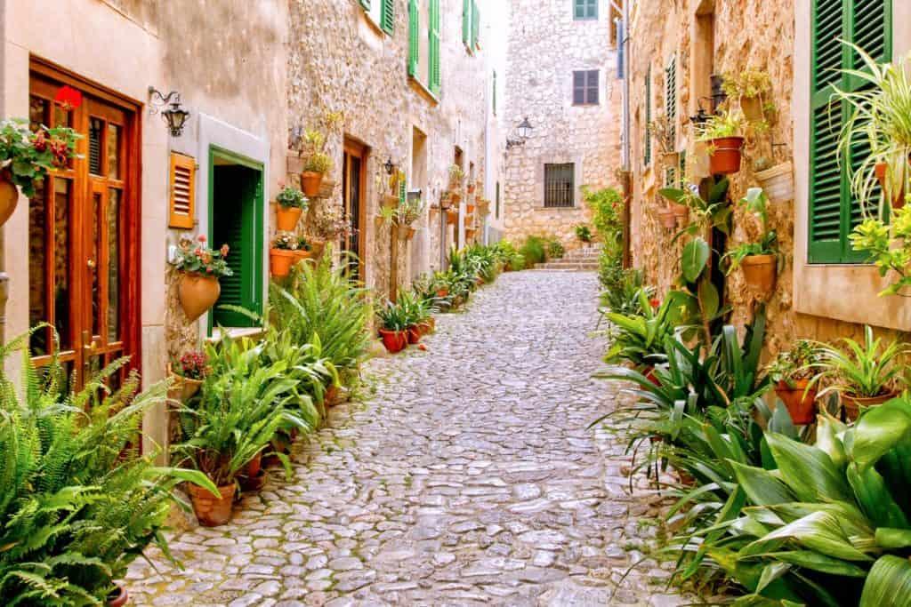Valldemossa es ideal para viajar en pareja por España para hacer turismo rural
