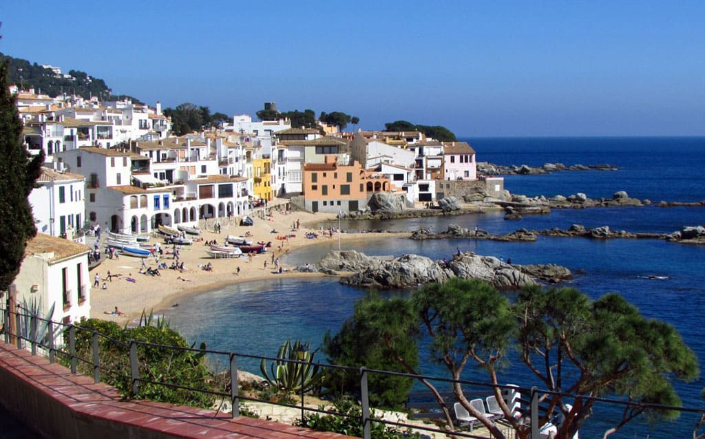 La Costa Brava es ideal para vacaciones de verano y primavera.