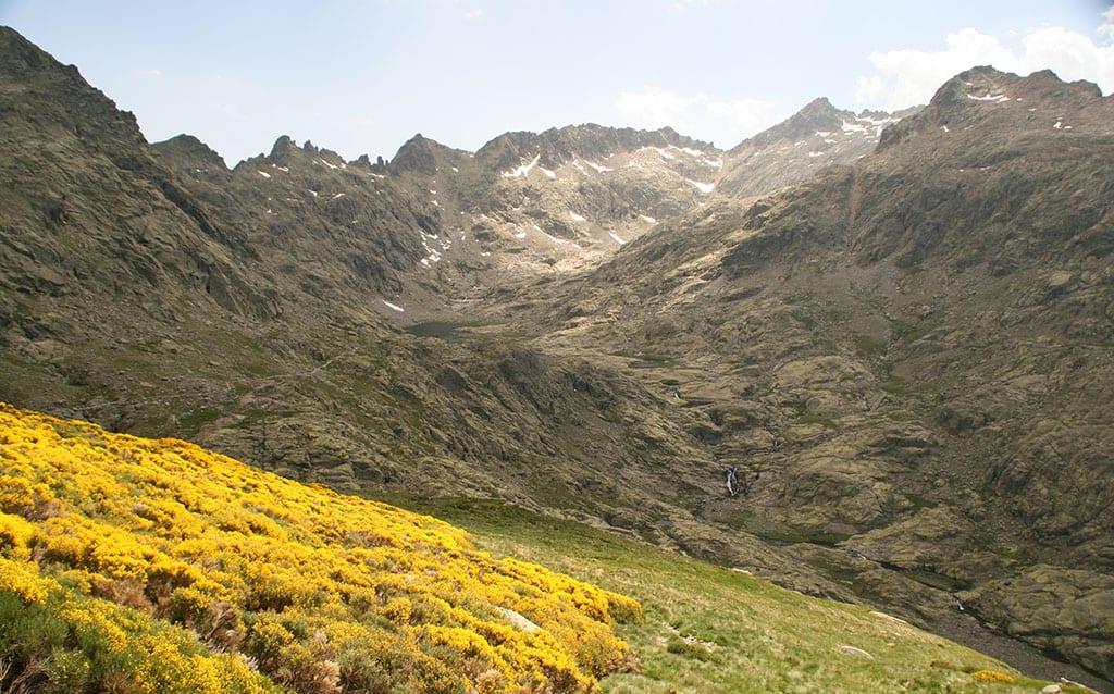 Gredos es una de las mejores sierras para hacer turismo rural en primavera.