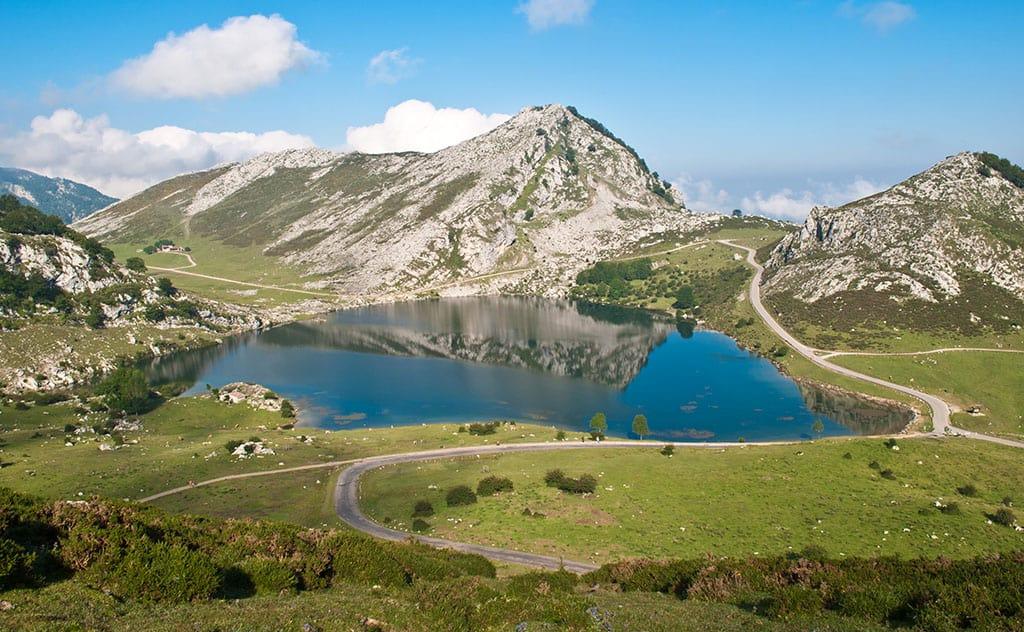 Los Lagos de Covadonga son especialmente bonitos en primavera.