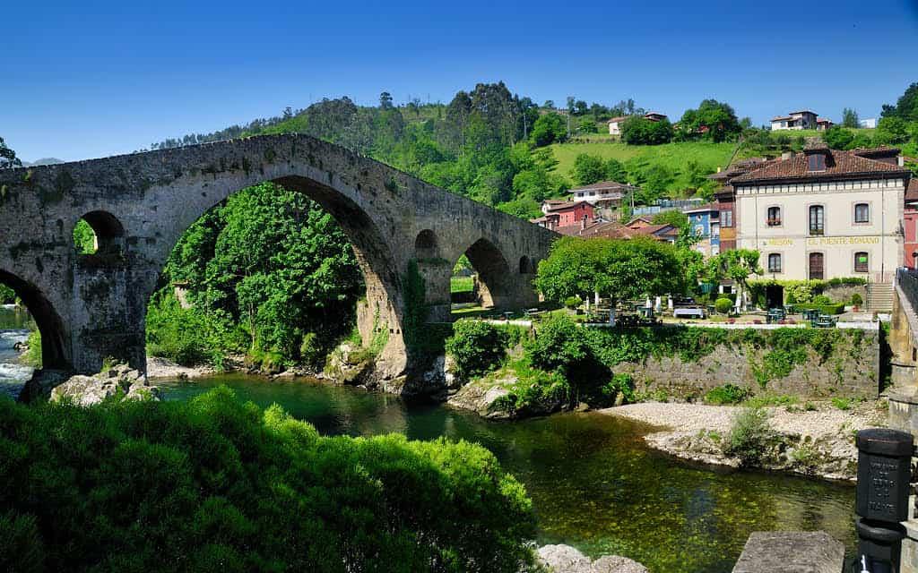 Cangas de Onís es uno de los mejores destinos para hacer turismo rural en otoño