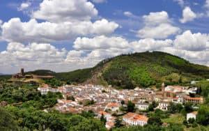 Almonaster la Real es uno de los pueblos con encanto en Andalucía menos conocidos